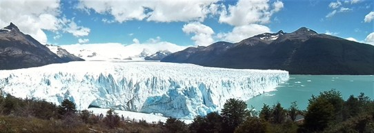 Argentina - El Calafate - Photos don't really do the glacier justice, not even when using the panoramic function