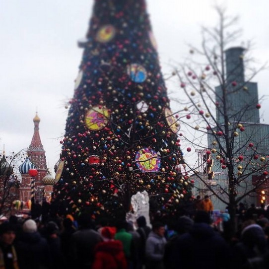 Russland - Moskau - beautiful Christmastree at  iced Red Square!  brrr! ( by my  Russian friend Victoria)