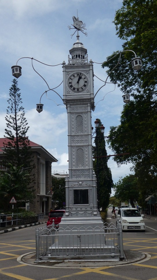 Seychellen - unbekannt - Clock Tower (how very British :-))