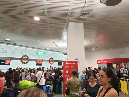 Australia - Sydney - The queue at Melbourne airport to get out hotel