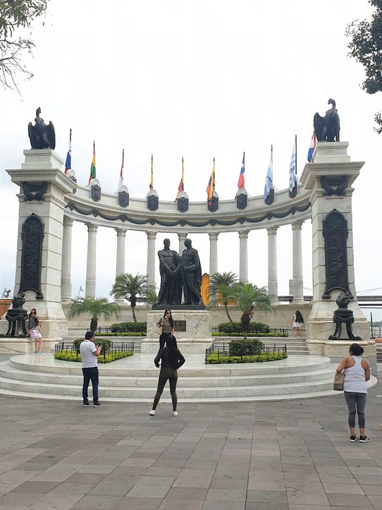 Ecuador - Guayaquil - The Rotunda (with bad Bolivar and San Martin statues)
