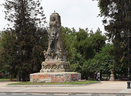 Chile - Santiago - Graffiti covering all statues
