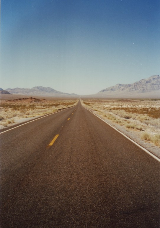 United States - Death Valley National Park - .... endlose Highways ....